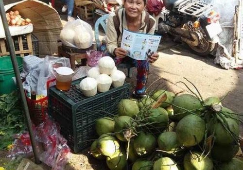 Building Urban Resilience (BUR) - Distribution of leaflets in local market of Quy Nhon city. Photo by VNRC
