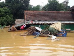 Water rose to rooftop in Phuong My commune, Huong Khe, Ha Tinh. Photo credit: Viet Nam Red Cross (16 October 2016)