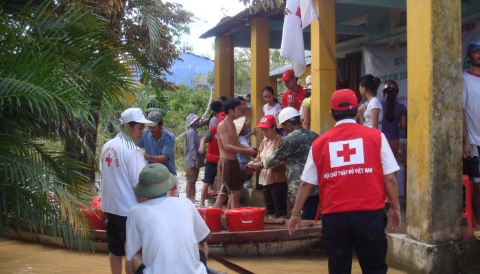 On 29 September, Typhoon Ketsana hit the central coast of Viet Nam. It has impacted the lives of more than 3,000,000 people. 150,000 remain displaced from their homes. The Viet Nam Red Cross and its volunteers helped to evacuate 160,000 people from low-lying areas and have since been providing life-saving support. The International Federation of Red Cross and Red Crescent Societies has launched a preliminary emergency appeal for nearly 5 million Swiss francs. VNRC household kits arrived Da Nang on 29 September. Photo taken by Da Nang chapter.