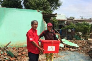 Binh Dinh Chapter distributed household kits to a family whose house was collapsed during the typhoon in Phuoc Thang, Tuy Phuoc, Binh Dinh.