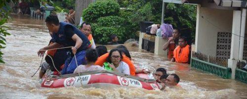 flood victim evacuation - 19 January 2014 South Jakarta