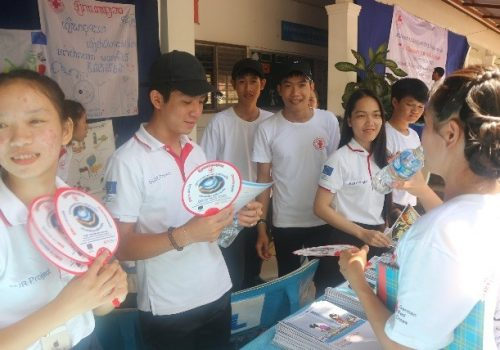 On 29 September, a joint event was organized with the Lao RC Health department to celebrate the World First Aid Da in Chanthabuly school, Chanthabuly district, Vientiane Capital city. During the event, approximately 200 students participated together with Lao RC staffs, school teachers and other partners. There were 24 students to support the First Aid booth and disaster risk reduction booth during the event in order to share knowledge and information that they have learnt from building urban resilience project through posters, handmade banners, comic and hand fans in the booth,  also had a quiz activities on disaster booth to let participants learn and share knowledge on disaster.