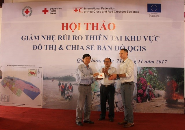 Official handing over of QGIS maps and methodology to Mr Phan Xuan Hai- Chief of office of Binh Dinh CNDPC & SC . Mr Phan will hold additional trainings to replicate QGIS methodology to 11 remaining districts of Binh Dinh Province with the purpose of developing a DRR map of the whole Binh Dinh province by end 2018.