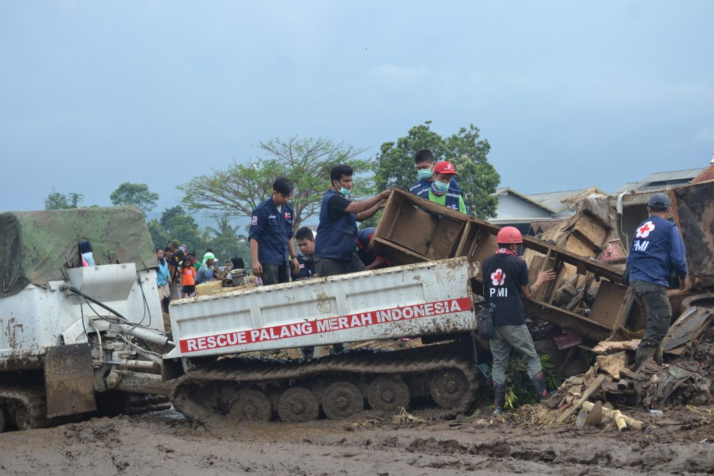 PMI use hagglund vehicle to carry out evacuation after flsh flood hit in Garut, West Java on Wednesday, 21 September 2016